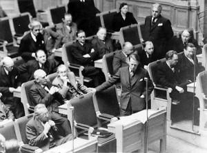 Flyktingdebatt i riksdagen 1949. Eje Mossberg. (ARAB, Morgon-Tidningens arkiv, 868:14879)