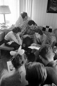 Ungerska studenter lär sig svenska. 23/5 1957. (A-bilds arkiv, 4773:5647e)