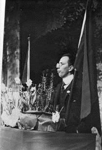 Zeth Höglund talar den 6 maj 1917, fotografi från Zeth Höglunds personarkiv, ARAB, Fotograf: Th Modin