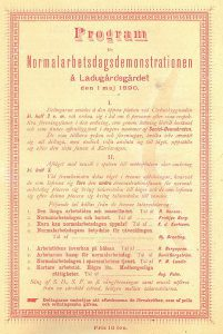 """Gul och röd affisch med texten """"Program Normalarbetsdagsdemonstrationen å Ladugårdsgärdet. Den 1 maj 1890."""""""
