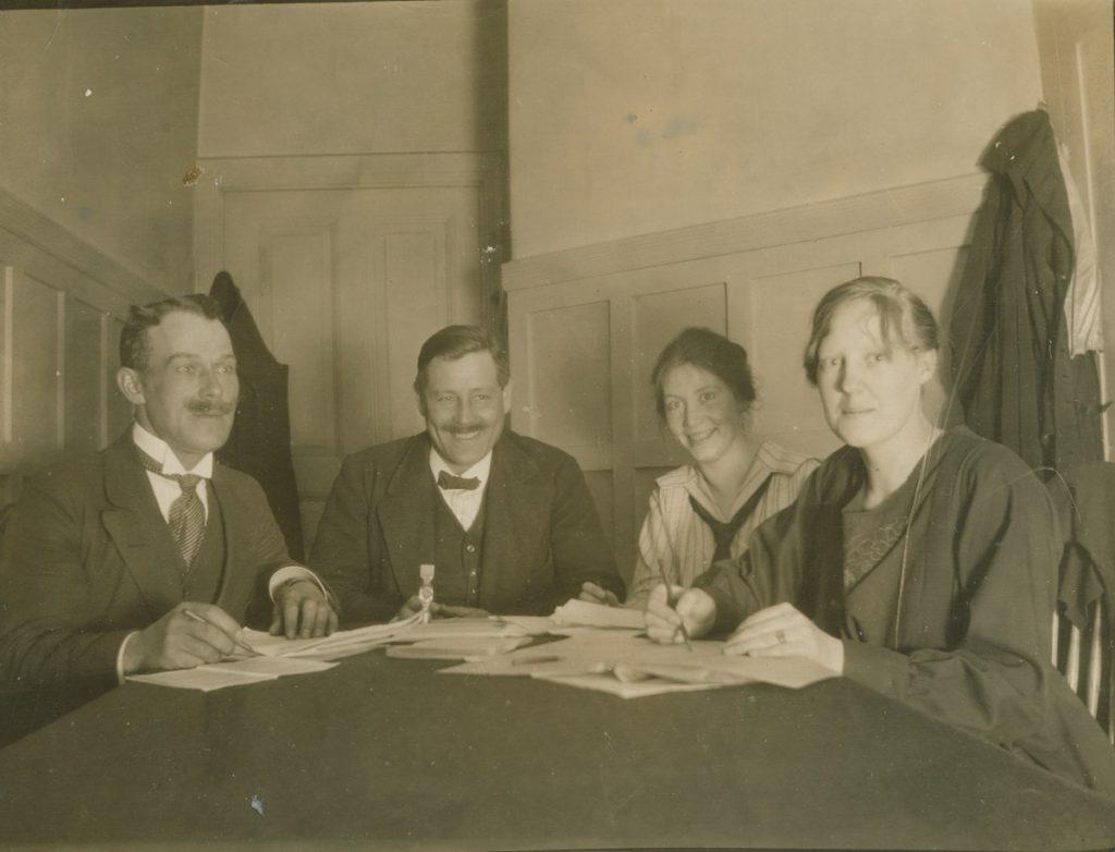 Fotografi över sittande fackliga deltagare för telefonisterna