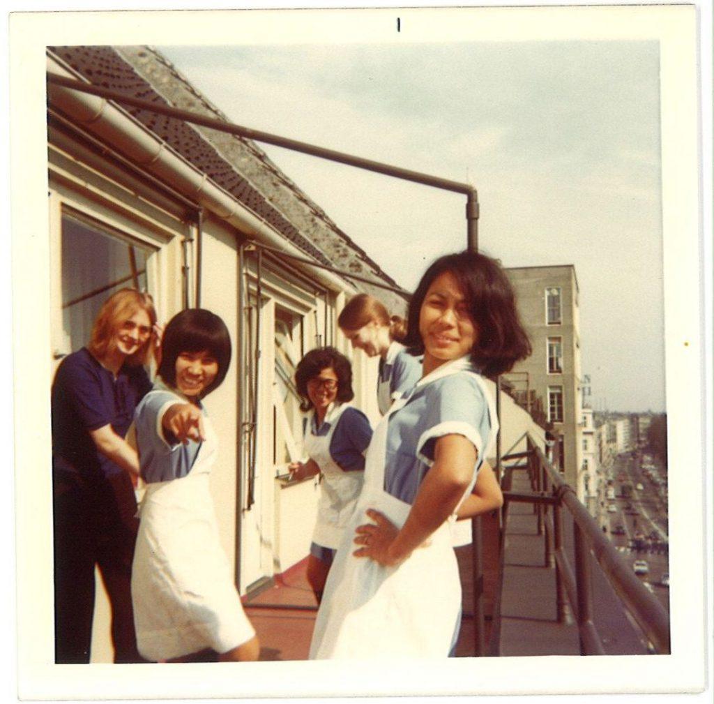 Filippinska och danska städerskor på Hotell Richmond, Köpenhamn, 1972. Se information på fillipinernesdanmarkshistorie.dk