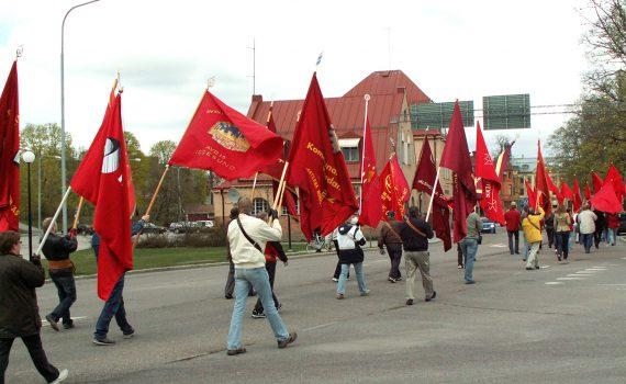 Första maj-demonstration i Hudiksvall 2007.