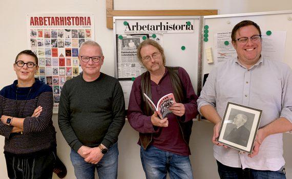 Tidskriften Arbetarhistorias redaktion i redaktionsrummet på Arbetarrörelsens arkiv och bibliotek.