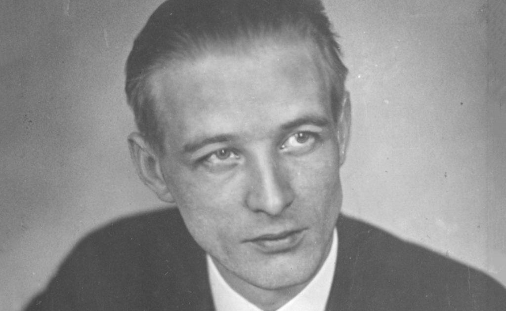 Svartvit porträttbild av arbetarförfattaren Rudolf Värnlund 1955.