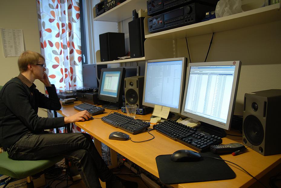 Patrik Lindgren digitaliserar ljudband