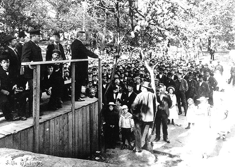 Hjalmar Branting talar i Sickla folkpark 1905