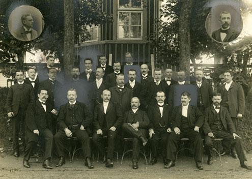 Gruppfoto av Svenska Dagbladets Kamratklubb vid Stallmästaregården 1904